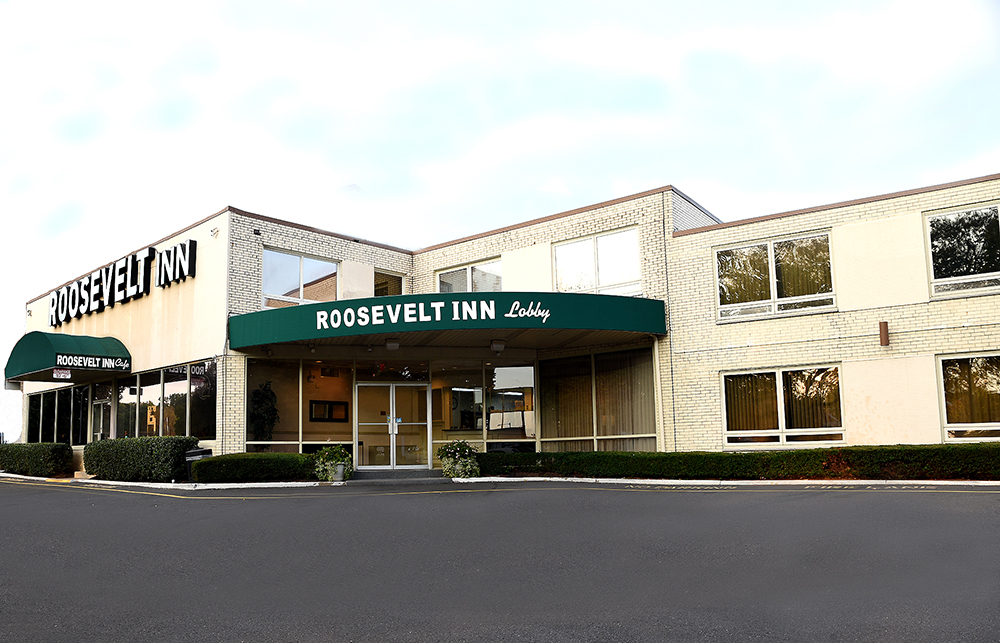 Exterior of the Roosevelt Inn showing the entrance to the lobby and the cafe